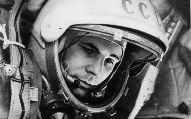 Челси поздравляет с днем космонавтики